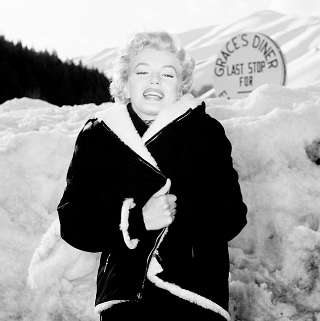 Marilyn-Monroe-vintage-Bus-Stop-snow-graces-diner-beaus-coat